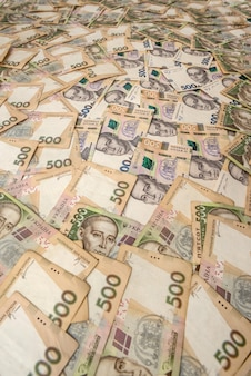 500 hryvnia ukrainienne comme arrière-plan solide. concept de l'argent.