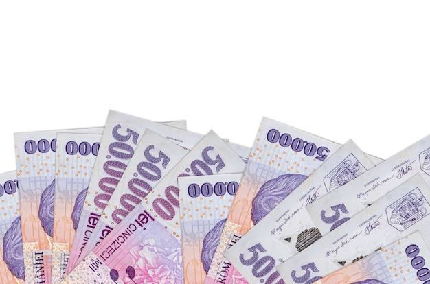 50000 factures leu roumain se trouve sur la face inférieure de l'écran isolé sur un mur blanc avec copie espace.