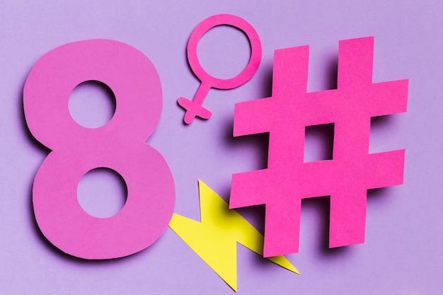 8 mars hashtags et signe féminin vue avant