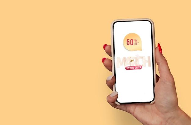 8 mars journée internationale de la femme. une femme tient une maquette d'un smartphone dans ses mains sur le fond d'une carte de voeux.