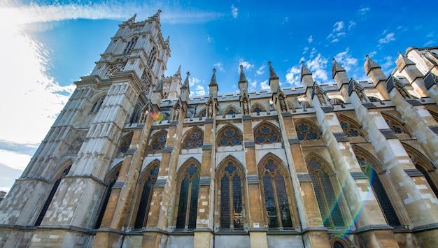 Abbaye de westminster par une journée ensoleillée d'été, londres - royaume-uni