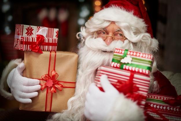 L'abondance de cadeaux est le rêve de chaque enfant