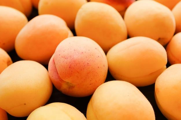 Abricots, fruits. bonne alimentation saine