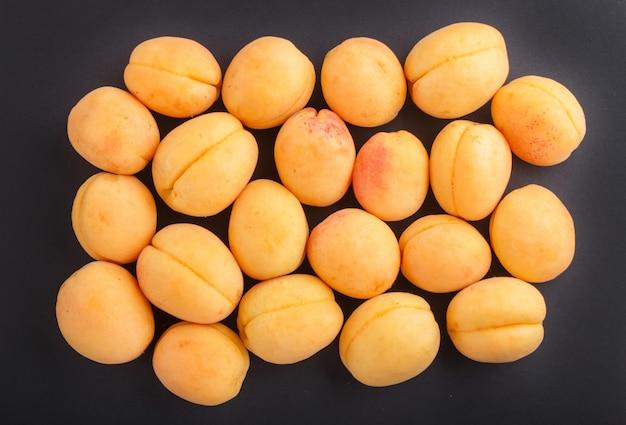 Abricots vue de dessus.