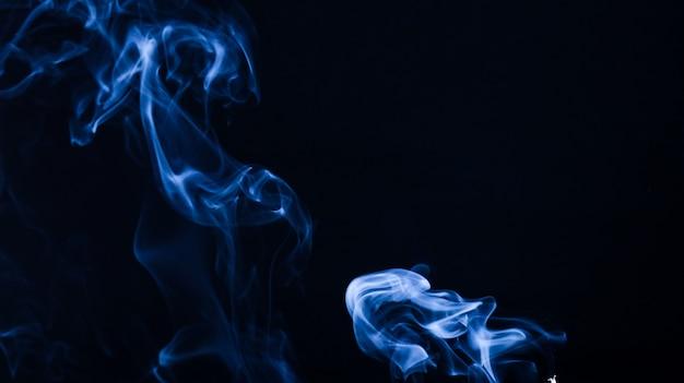 Abstract smoke photography bleu foncé couleur et encre splash avec de l'eau