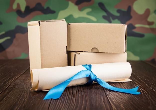 Abstraction de courrier militaire sur mur de camouflage