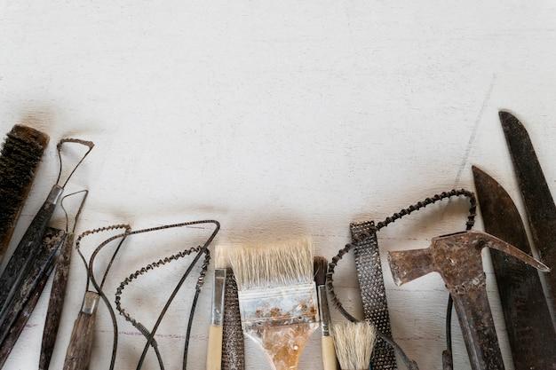 Abstrait cadrage de jeu d'outils de sculpture. outils d'art et d'artisanat.