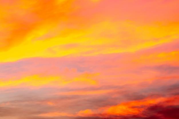 Abstrait de ciel coloré au crépuscule.