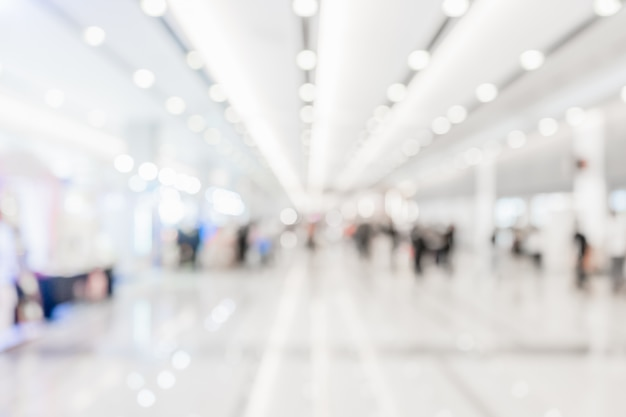 Abstrait couloir blanc flou ou lobby pour le fond.