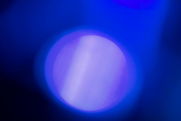 Abstrait flou avec des lumières bleues