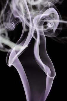 Abstrait fumée a sur fond noir