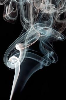 Abstrait de fumée sur fond noir