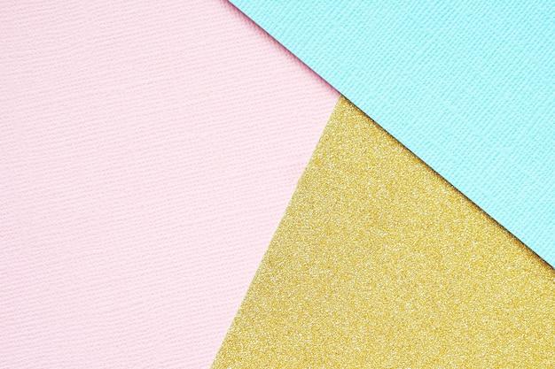 Abstrait géométrique de papier or, bleu et rose.