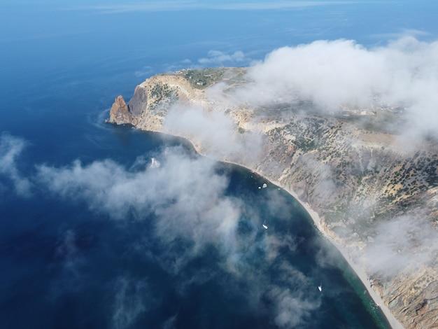 Abstrait nature aérienne été océan coucher de soleil mer et ciel fond naturel ciel avec cumulus gonflé