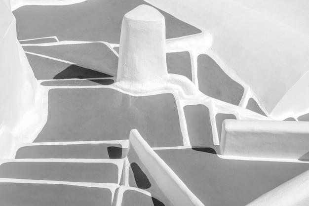 Abstrait avec de nombreuses marches des escaliers caractéristiques de santorin en grèce