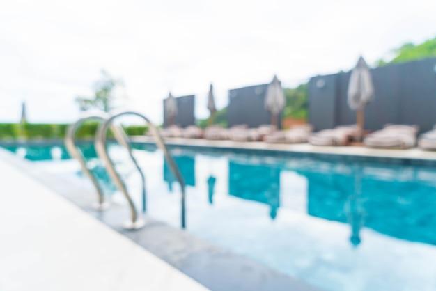 Abstrait piscine dans le complexe hôtelier