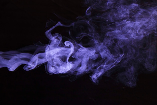 Abstrait sombre fumée violet