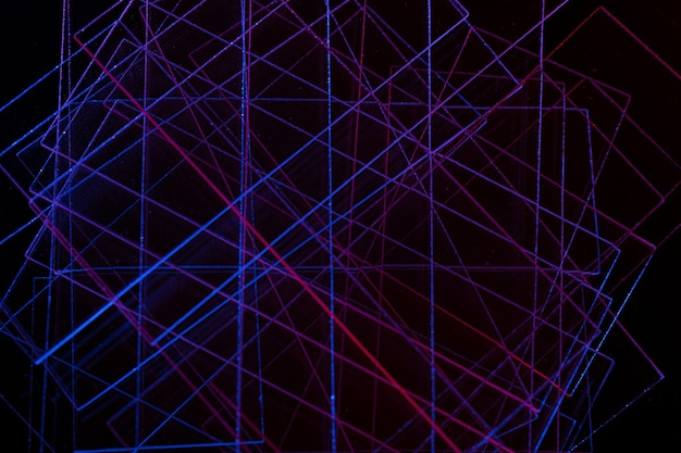 Abstrait sombre avec des lignes bleues et rouges abstrait des lignes bleues et rouges