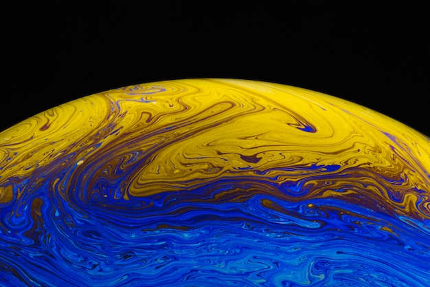 Abstrait avec une sphère bleue et jaune