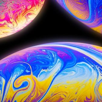 Abstrait avec des sphères bleues jaunes et roses