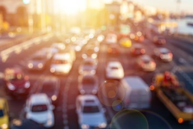 Abstrait trafic dense sur une autoroute.