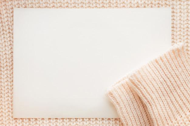 Abstrait tricoté avec du papier clair