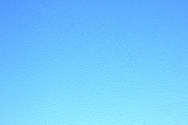 Abstrait verre floue sur fond de ciel bleu. pente.