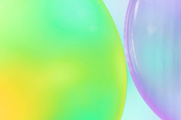 Abstrait vert et violet avec des bulles