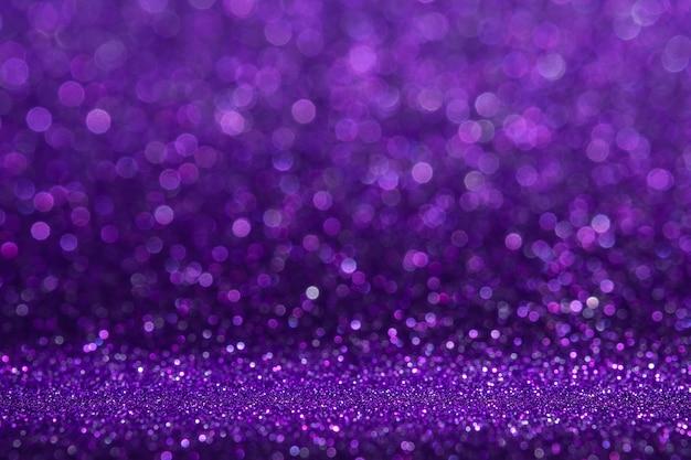 Abstrait violet paillettes scintillantes mur et plancher perspective fond studio avec flou bokeh