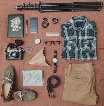 Accessoires amusants hipster. vue d'en-haut.