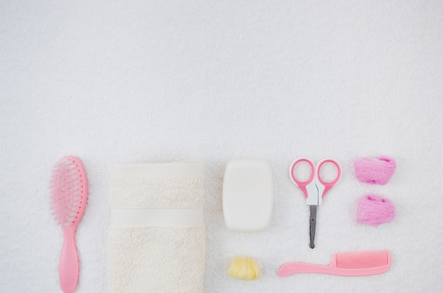 Accessoires de bain rose plat pour bébé