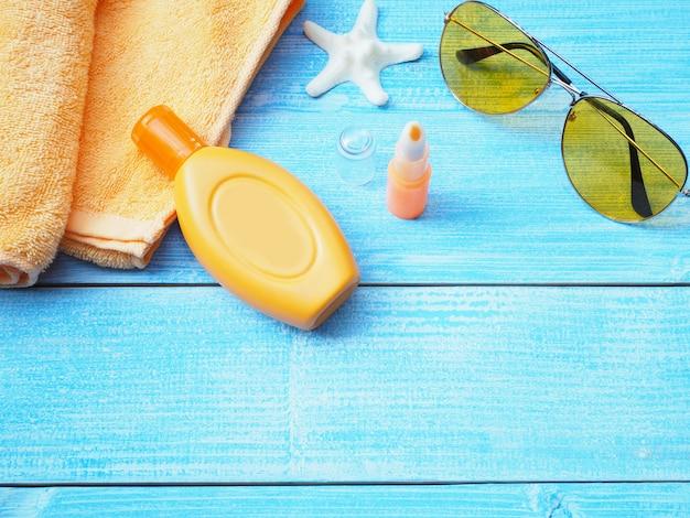 Accessoires de bain de soleil ou ensemble écran solaire.