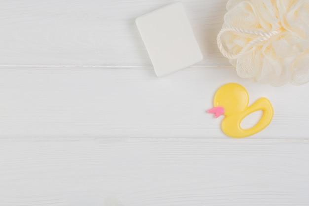 Accessoires bébé pour hygiène et jouet en caoutchouc