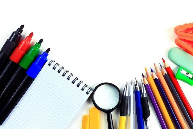 Accessoires de bureau et étudiants