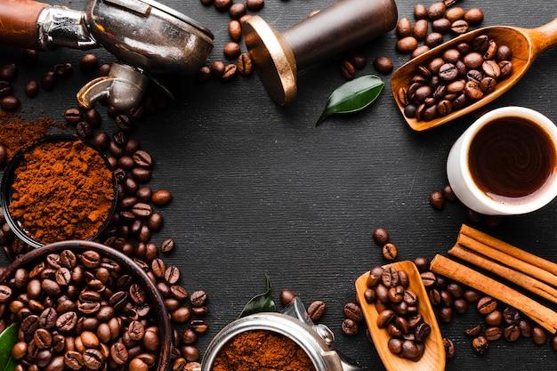 Accessoires de café vue de dessus sur la table