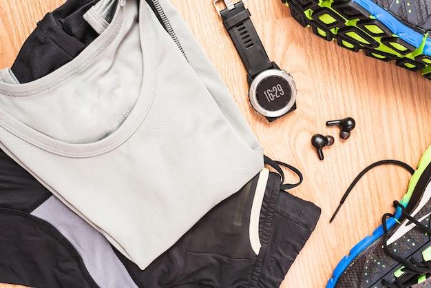 Accessoires, chaussures et vêtements neufs pour la course à pied