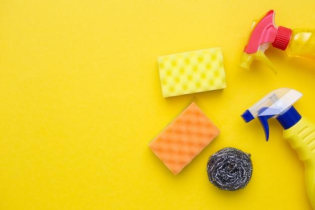 Accessoires chimiques pour le nettoyage et l'entretien ménager.