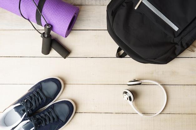 Accessoires de fitness pour hommes vue de dessus des baskets