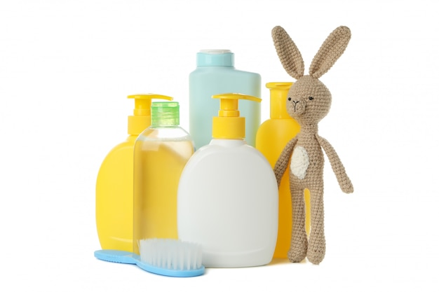 Accessoires d'hygiène bébé isolé sur fond blanc