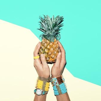 Accessoires de mode . bracelets et bijoux. soyez brillant d'été lady