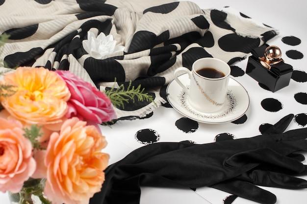 Accessoires de mode femmes sur blanc