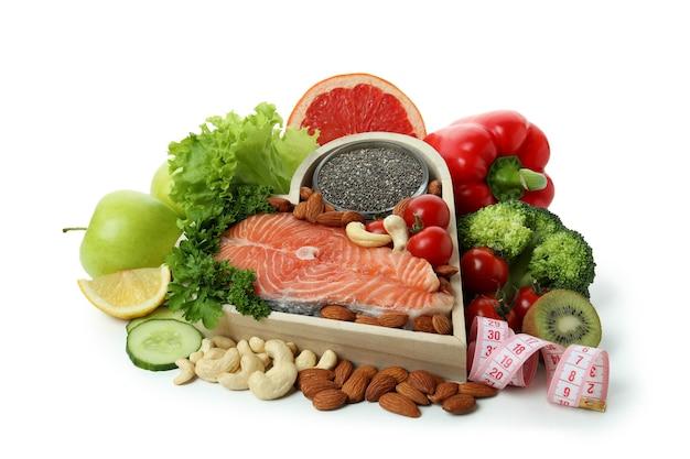 Accessoires de nutrition saine isolés sur fond blanc