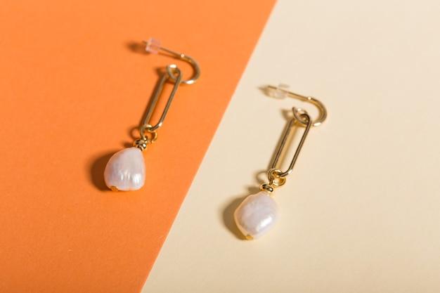 Des accessoires parfaits. ensemble de bijoux à la mode. bijoux fantaisie et bijouterie.