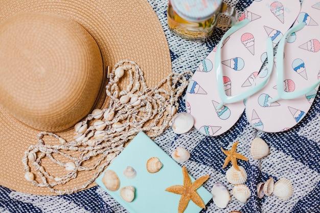 Accessoires de plage et coques décoratives