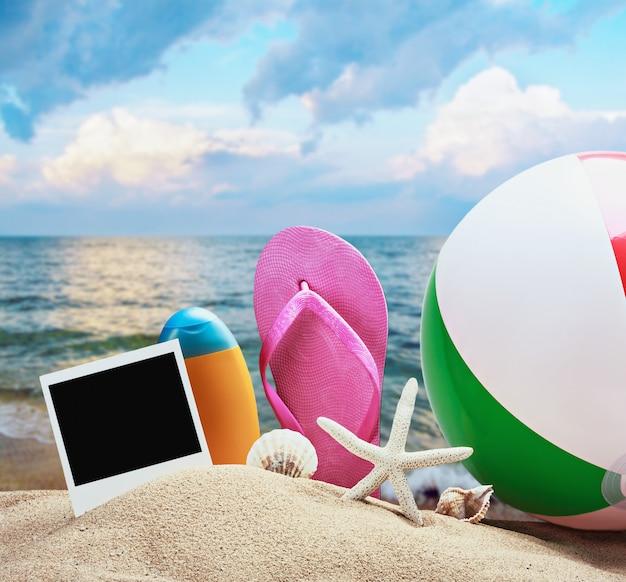 Accessoires de plage et photos en mémoire
