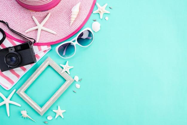 Accessoires de plage pour les vacances d'été et le concept de vacances.