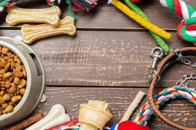 Accessoires pour animaux, nourriture, jouets. vue de dessus