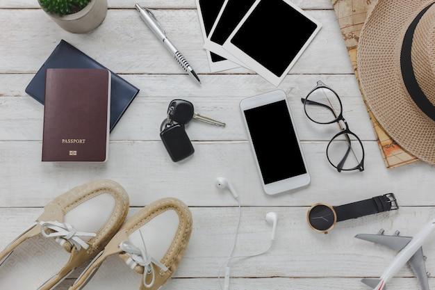 Accessoires pour les femmes pour le concept de voyage. téléphones mobiles