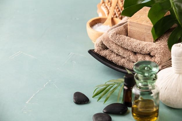 Accessoires pour les procédures de spa. ingrédients naturels pour la beauté