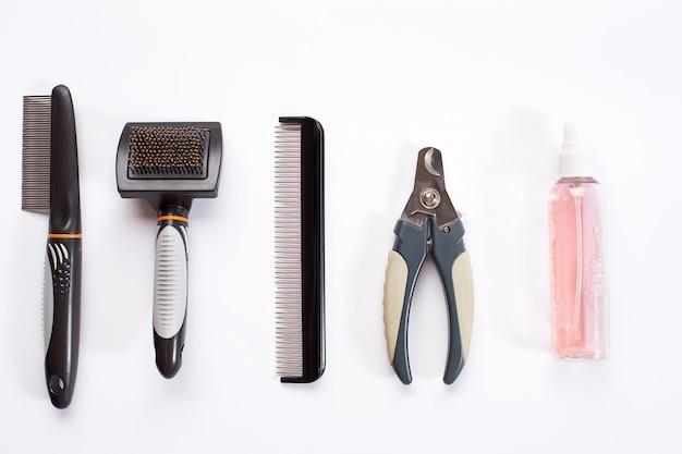 Accessoires pour le toilettage du chien peignes et brosses pour chiens vue de dessus